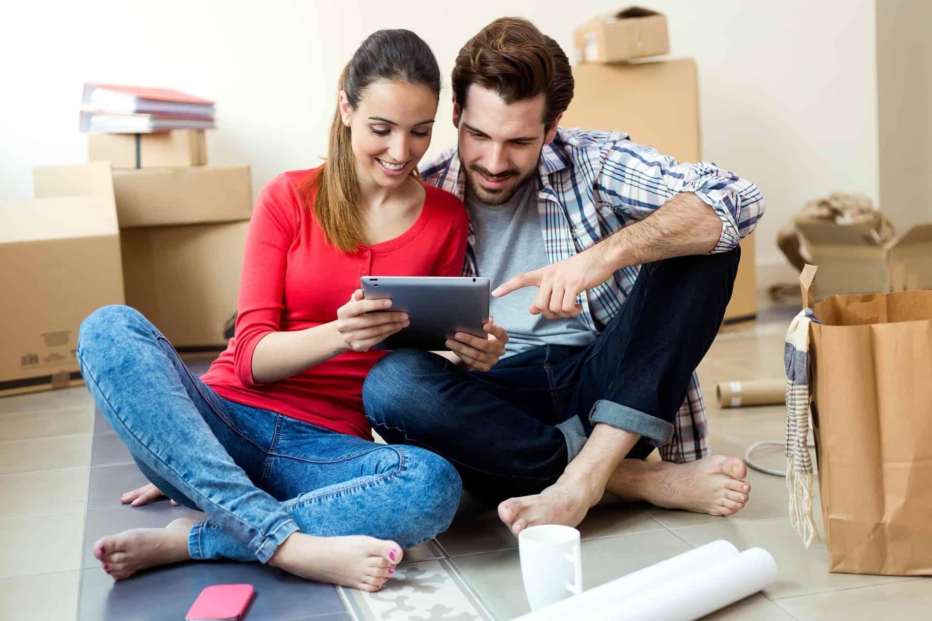 couple applying for online loans